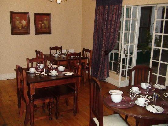 Belgravia Bed and Breakfast: breakfastroom