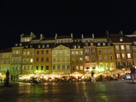 Hotel Bristol, a Luxury Collection Hotel, Warsaw: The lovely Rynek at night