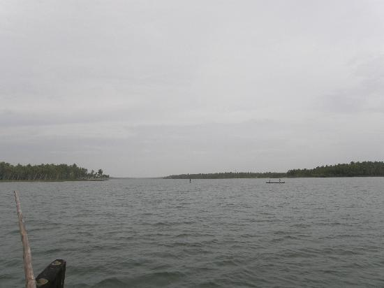 Palmleaves Beach Resort: The Lake
