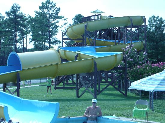 Yogi Bear's Jellystone Park Camp-Resort Luray: swimming slide