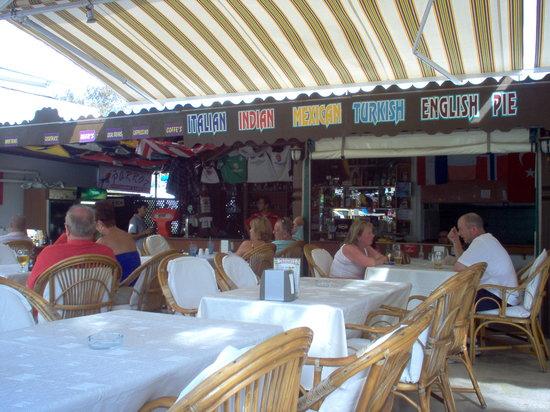 Parrot Restaurant: Parrot bar