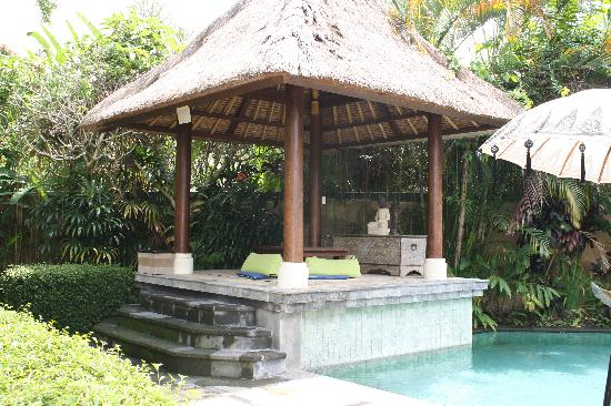 "Ubud Villas and Spa: coin ""zen"" prés de la piscine"