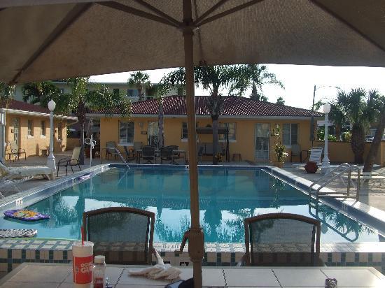 Gulf Tides Inn: Pool Area