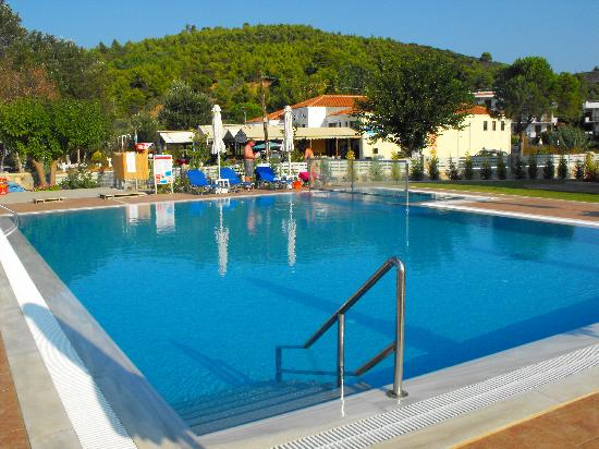 Troulos Bay Hotel: Pool view