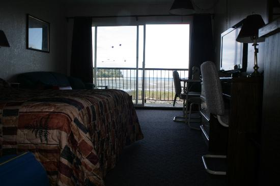 Sea Edge Motel: Bedroom
