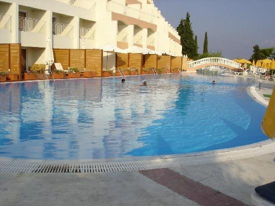 Sunshine Corfu Hotel & Spa: Piscine du haut