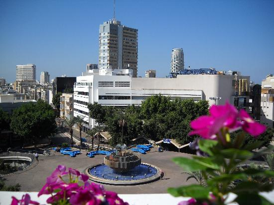Cinema Hotel Tel Aviv - an Atlas Boutique Hotel: view of square from terrace