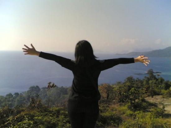 """@ The top of the highest hill of Sikuai Island... """"Takana juo udakuuu...miuso =' )"""""""