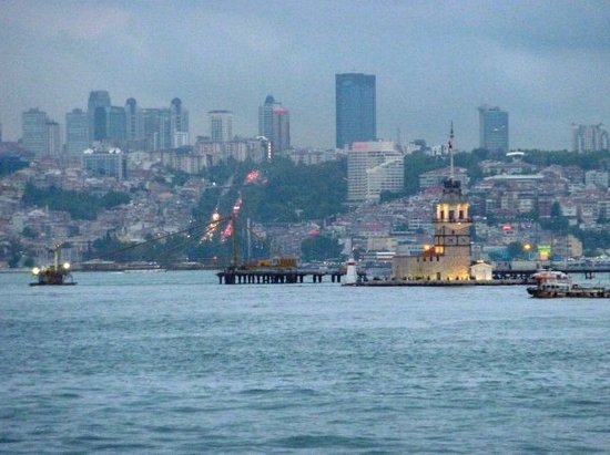 Maiden's Tower: Girl Tower in the middle of the Bosphorus