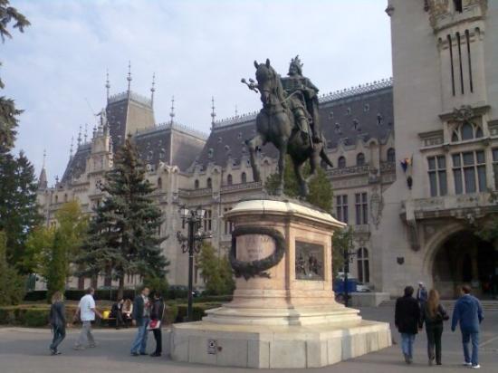 Palace of Culture: Palacio Real.