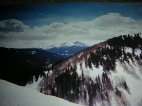 Vail Mountain Resort: Vail Mountain has a maximum elevation of 12,250 feet (3526 m) and low of 8,120' (2475 m), a vert
