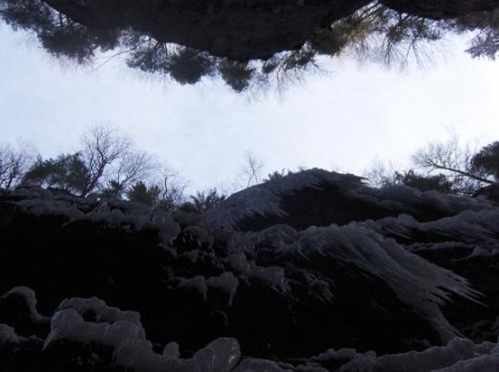 05jan09 AUT(Garmisch-Partenkirchen) - but there is also the Partnachklamm, ravine with a frozen