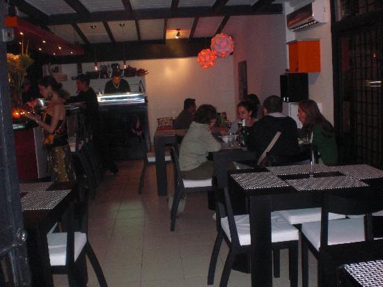 Koi anti Restaurant: Restaurant and barra
