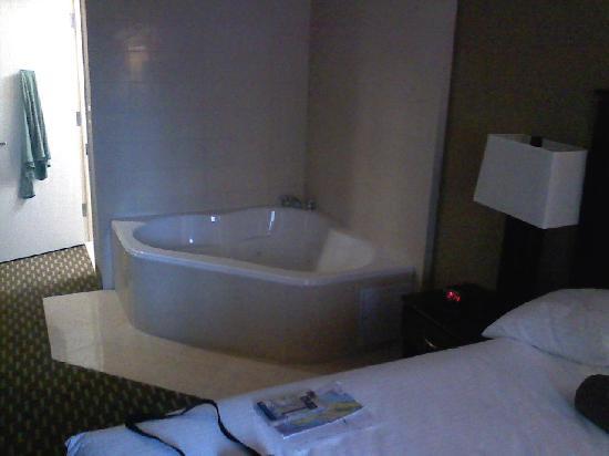 Best Western Plus Plaza Hotel King Jacuzzi Room