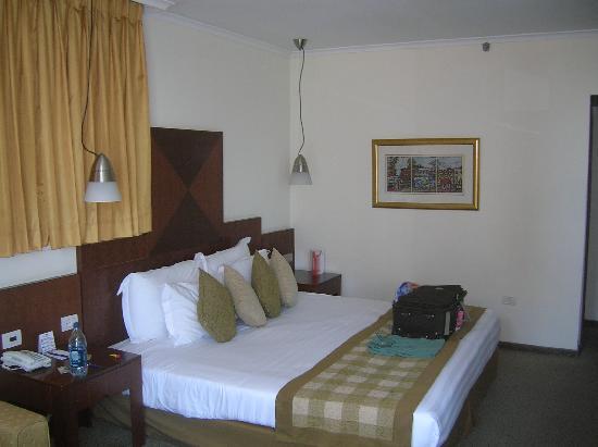 คราวน์พลาซ่า เทลอาวีฟ: bedroom