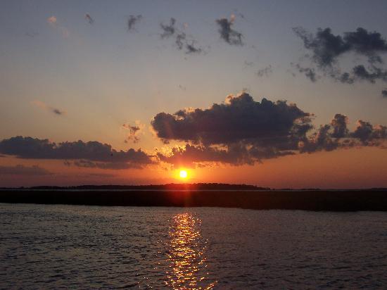 Wyndham Ocean Ridge: Sunset Over the Sound