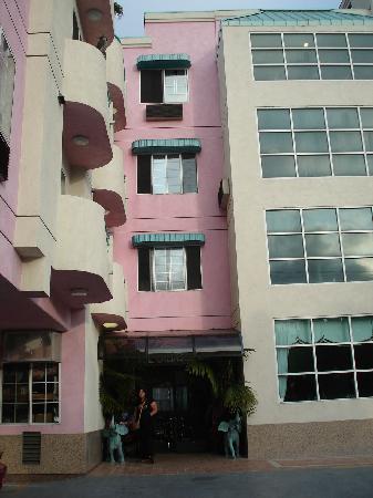 دايز إن سانتا مونيكا: Nice entrance art deco style