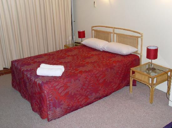 Broadbeach Travel Inn Apartments: bedroom