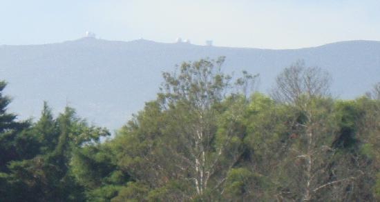 Waianuhea Bed & Breakfast: A view to Mauna Kea Observatory from Inn