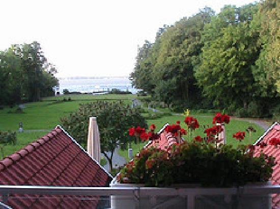 Das 53oHotel: View of the gardens, Lake Meer in the background.