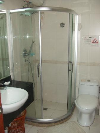 Phoenix Jiangtian Holiday Village : the bathroom