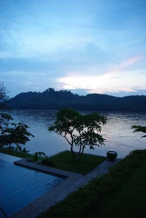 Mekong Estate : sunset of the Mekong