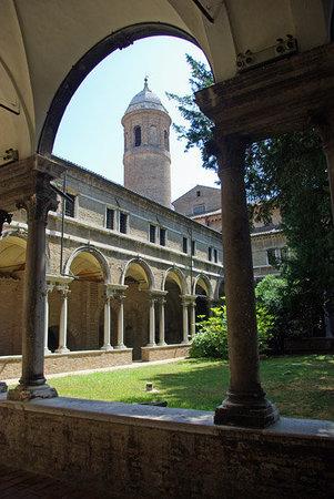 Basilica San Vitale: The cloister at San Vitale