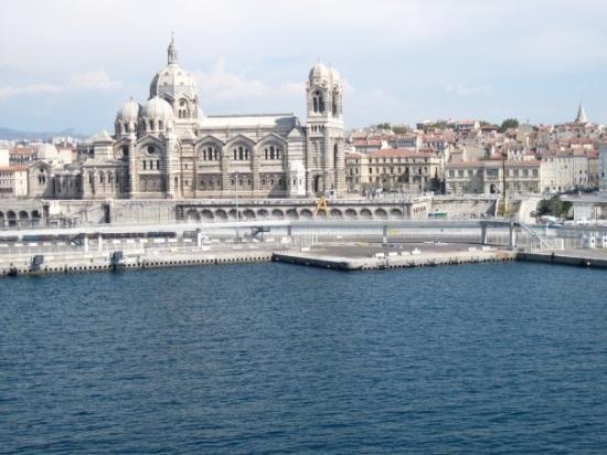 La cath drale pyjama marseille picture of marseille for Marseille bouche du rhone