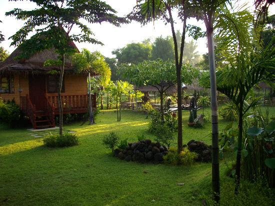 un bungalow en bois picture of ban naa cottages surin tripadvisor. Black Bedroom Furniture Sets. Home Design Ideas