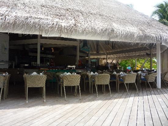 Ellaidhoo Maldives by Cinnamon: Restaurant des bungalows pilotis