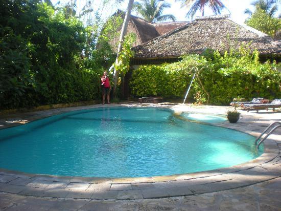 Anom Beach Inn Bungalows: Het zwembad