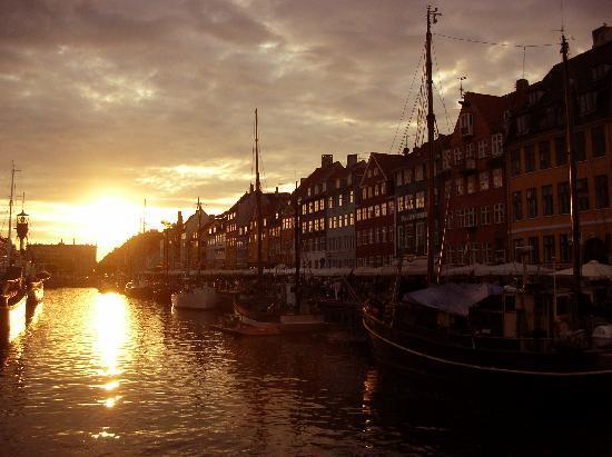 Hotel Christian IV: Sunset in Nyhavn