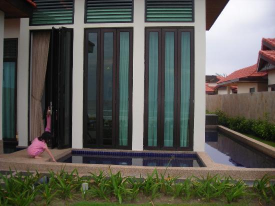เนกซัสรีสอร์ท แอนด์ สปา การัมบูไน: View of the Pool
