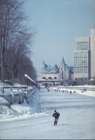 ออตตาวา, แคนาดา: Skate to work on the Rideau Canal