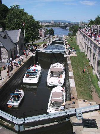ออตตาวา, แคนาดา: World Heritage Locks Rideau Canal