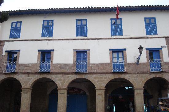 Hostal Inti Wasi - Plaza de Armas: Exterior of Bldg