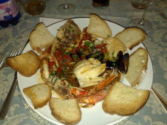 Piccolo Mondo : piatto tipico ai frutti di mare