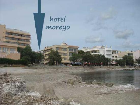 Small beach by hotel but minutes walk to cala millor for Small beach hotels