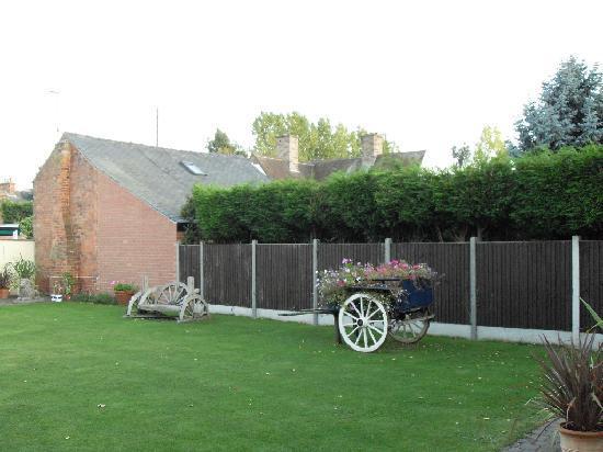 Best Western Deincourt Hotel: Garden at rear .