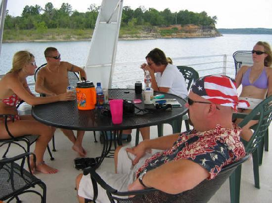 Bull Shoals Lake Boat Dock: More socializing...us girls are about to play Scrabble....it's the guys turn to make supper!