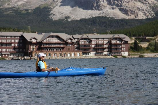 Glacier Park Inn Bed and Breakfast: Kayaking on Swiftcurrent Lake
