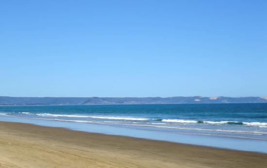 Ninety Mile Beach is actually only 55 miles (88 kilometres) long
