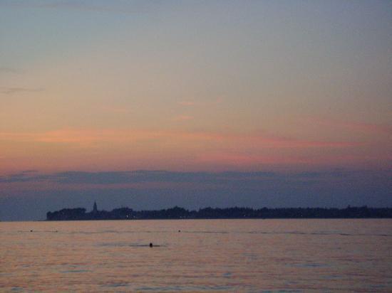 فالامار كلوب تاماريس: tramonto (vista dalla spiaggia dell'albergo)