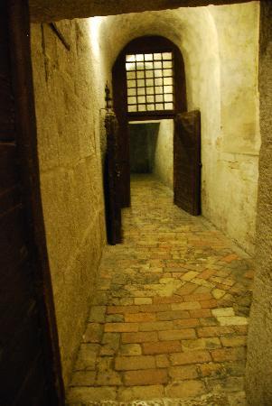 Hotel Violino d'Oro: Crossing the Bridge of Sighes to the Prison below