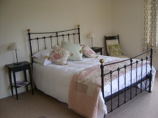 Lancercombe Farm - Bed & Breakfast: Bedroom 1
