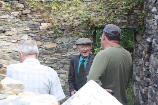 Donegal Town, Irland: Uncle Jimmy in the ruins of the old house, telling stories about he and Papaw growing up...price