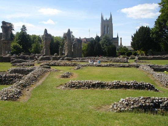 Bury St Edmunds, UK: ruins