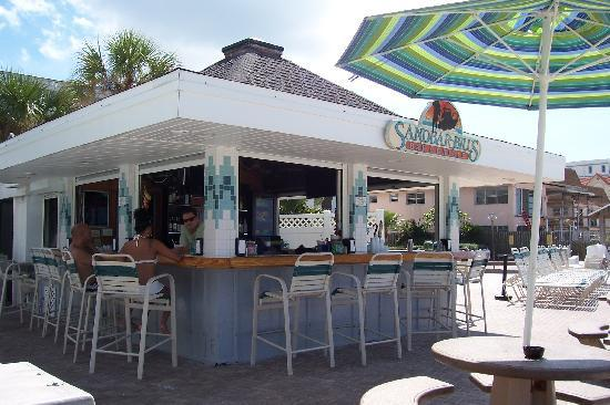 Bon Aire Resort Motel: Beach Bar - Sandbar Bill's