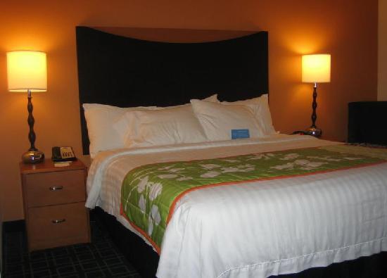 Fairfield Inn & Suites Verona : Bed