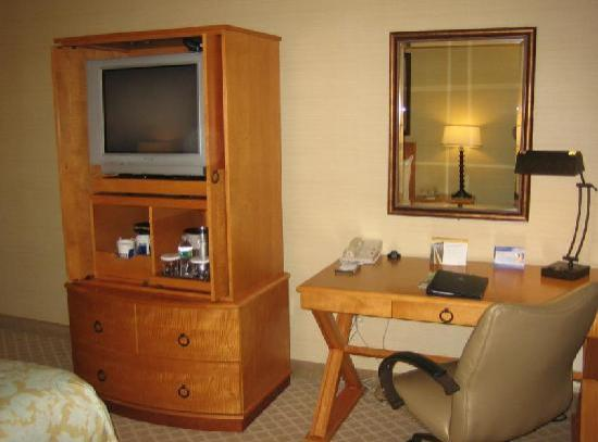 Hilton Hartford: Desk Area